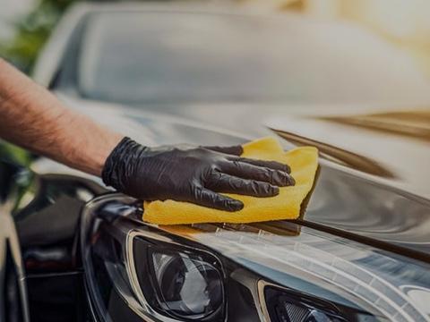 <strong>Pflegeprodukte</strong> Sorge gut für dein Auto