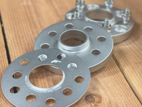 <strong>JR-wheels Spoorverbreders</strong> Nu ook in het zilver